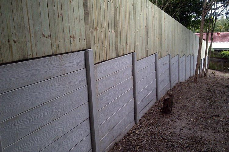 Durawall retaining wall in Oxley with timber fence