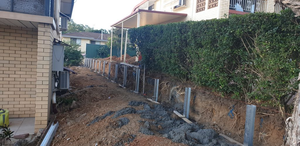 Durawall retaining wall replacement at Robertson before photo